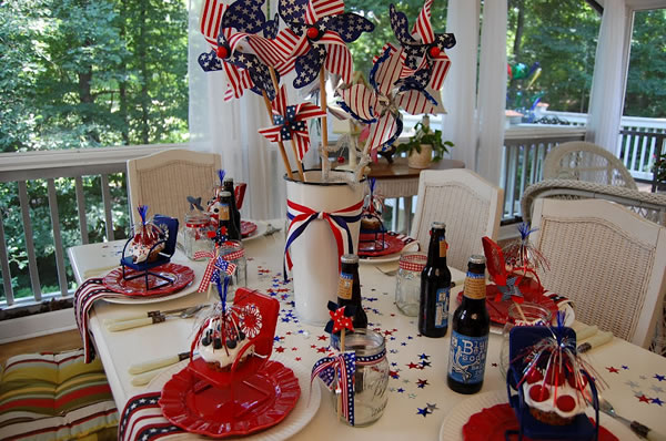 Patriotic 4th of july decorations table centerpieces fftk for Decoration 4 july